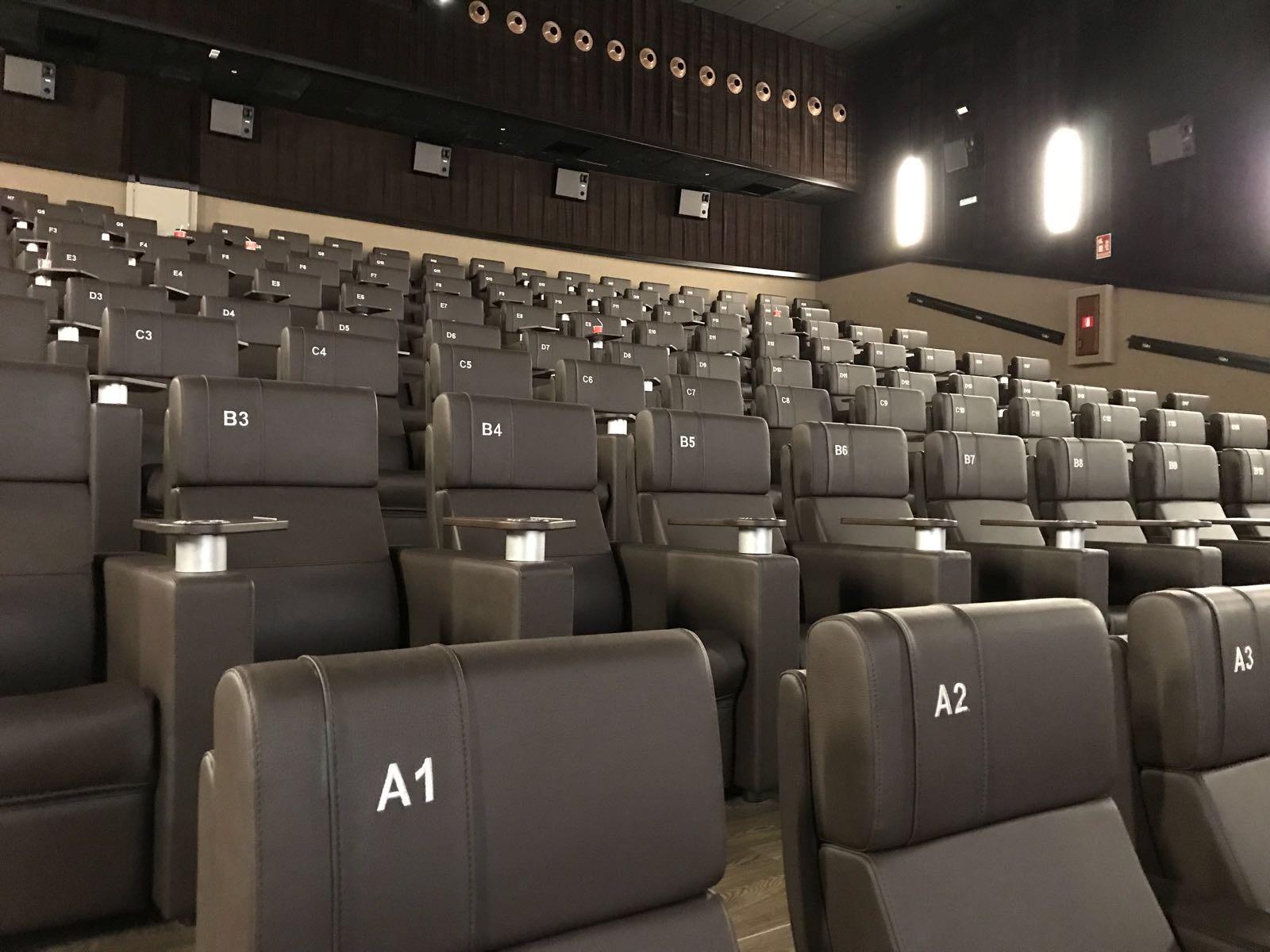 Opincan - Salas de cine Yelmo en el Centro Comercial Alisios 01