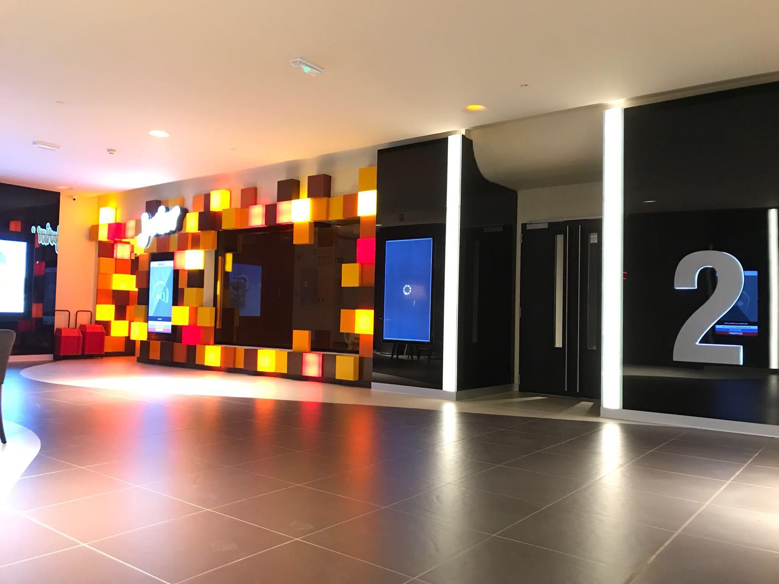Opincan - Salas de cine Yelmo en el Centro Comercial Alisios 07