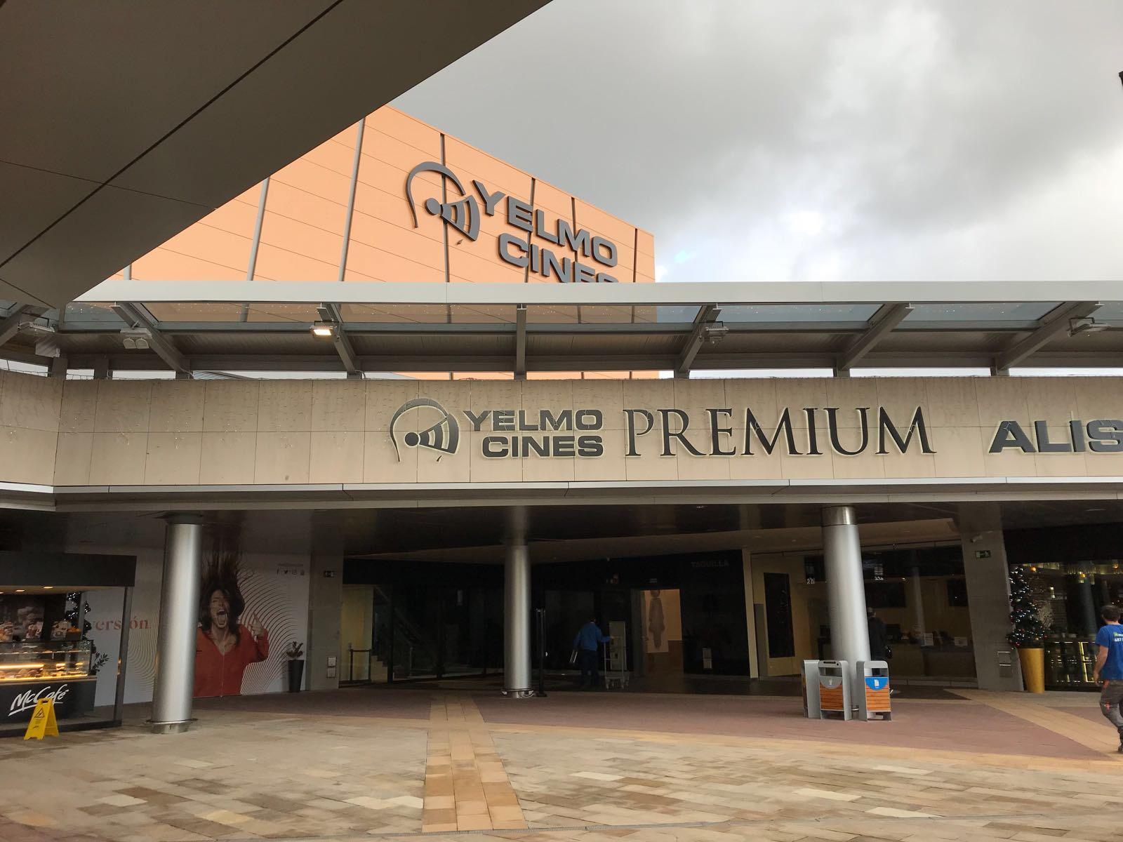 Opincan - Salas de cine Yelmo en el Centro Comercial Alisios 13