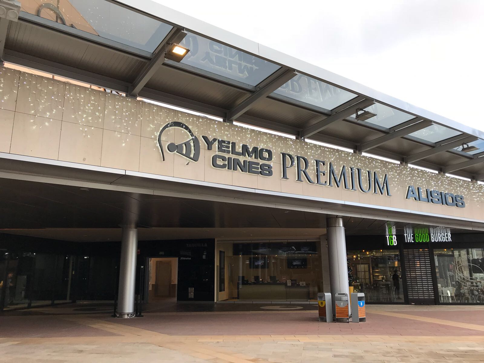 Opincan - Salas de cine Yelmo en el Centro Comercial Alisios 15